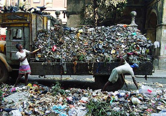 Plastijäätmed New Delhi tänavatel